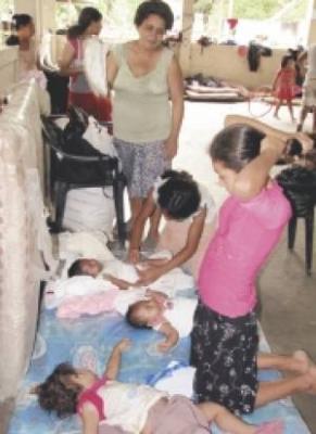 Familias dejan los albergues en San Vicente